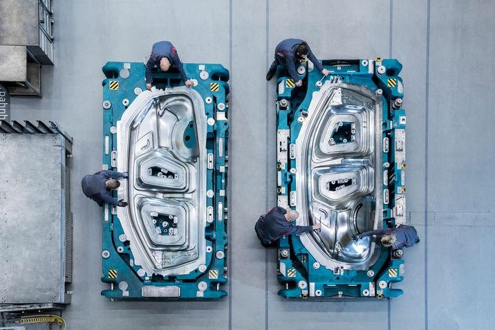 Fémlemezbe formálják az Audi Q4 e-tron érzelemdús dizájnjá